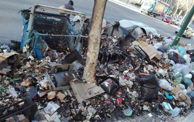 Contenedores quemados huelga limpieza Limasa basra