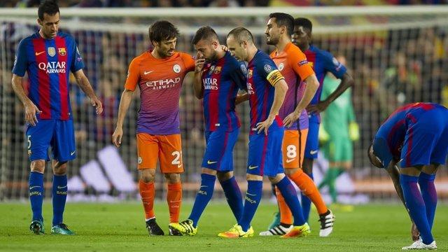 Jordi Alba abandona el campo lesionado