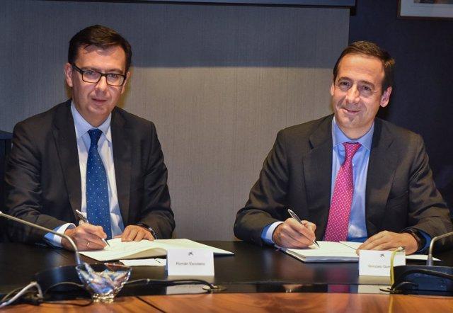 Román Escolano (BEI) y Gonzalo Gortázar (CaixaBank)