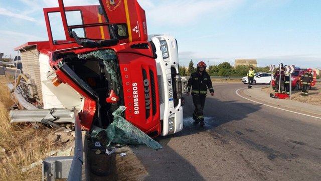 Estado en el que ha quedado el camión tras el accidente.