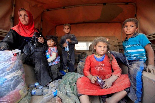 Iraquíes desplazados por la ofensiva sobre Mosul
