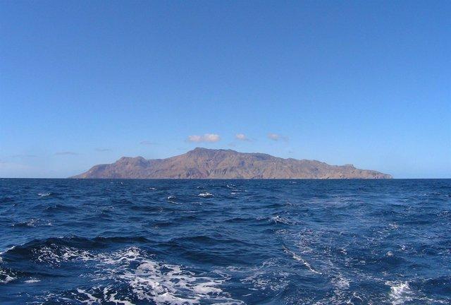 Brava (67 Km2), típico volcán escudo con importante registro de erupciones