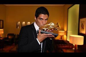 Luis Suárez recibe la Bota de Oro: