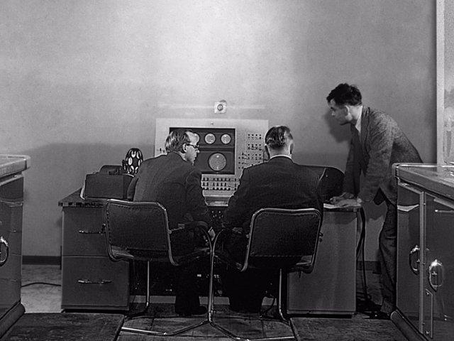 Alan Turing y el ordenador Mark II