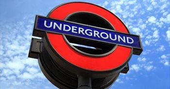 La Policía británica lleva a cabo una detonación controlada en el metro...
