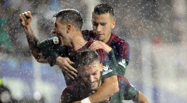 Osasuna celebra el primer triunfo de la temporada en Ipurua