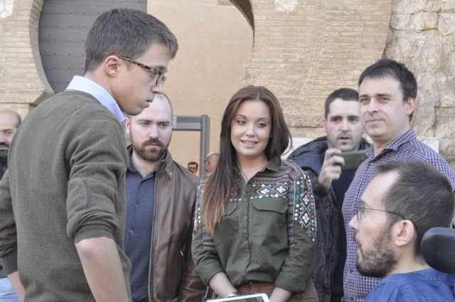 Errejón ha saludado a Echenique y a otros diputados en la Aljafería
