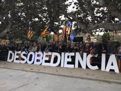 (Resum).- Els sobiranistes es concentren en suport a Forcadell i prometen una tardor de mobilitzacions (EUROPA PRESS)