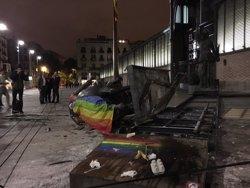 Tomben l'estàtua eqüestre de Franco decapitada del Born (@NICOLAPADOVAN)