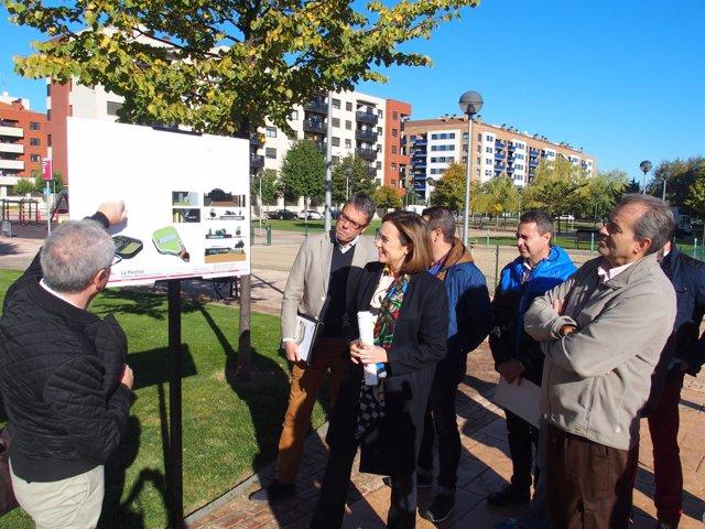Gamarra y vecinos conocen el proyecto de ludoteca de La Cava