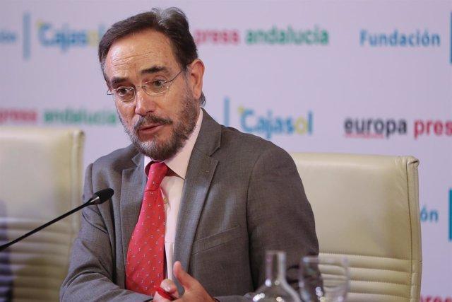 Consejero de Fomento y Vivienda, Felipe López, en los Desayunos de Europa Press