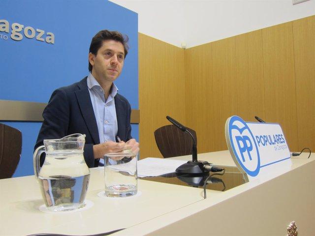 El concejal del PP, Sebastián Contín, en rueda de prensa en el Ayuntamiento