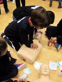 Niños aprenden reanimación cardiovascular
