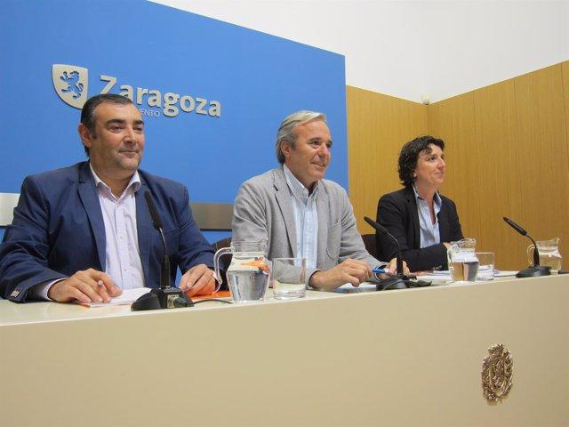 Casañal (C's), Azcón (PP) y Ranera (PSOE), en rueda de prensa en el Ayuntamiento