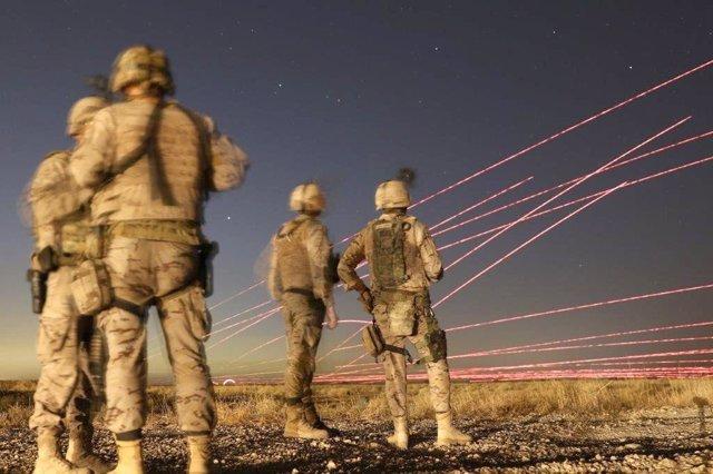Militares españoles adiestran a los iraquíes en combate nocturno