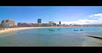 Los 33 grados del otoño en la playa de Las Canteras (Gran Canaria) atraen...
