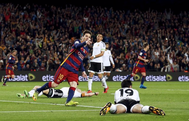 Messi celebra un gol del Barcelona ante el Valencia CF