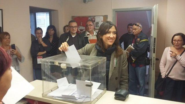 Núria Parlon vota en las primarias del PSC