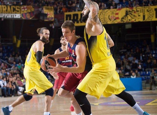 Justin Doelmann ante el Fenerbahçe