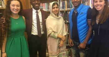 Malala visita por sorpresa un instituto de la ciudad de Denver, en...