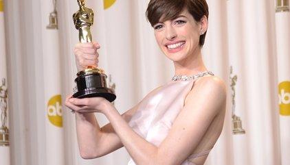 """Anne Hathaway confiesa que se sintió """"infeliz"""" al ganar el Oscar"""
