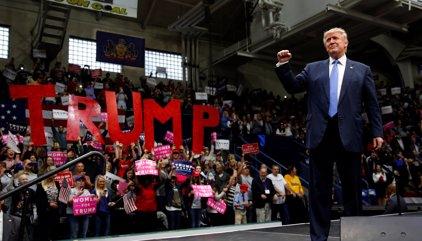 Trump retalla la distància amb Clinton al mig de la polèmica pel seu comportament sexual