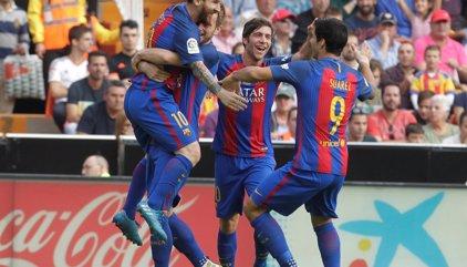 Messi resuelve al final y de penalti
