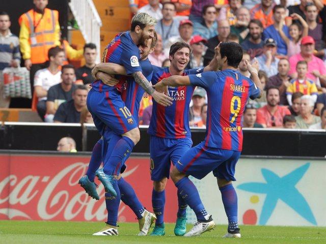 El FC Barcelona gana en Mestalla