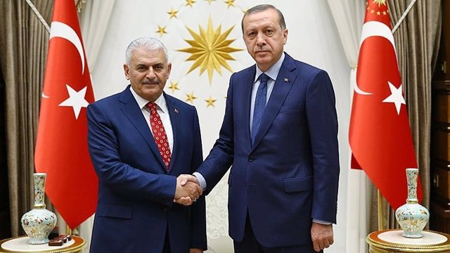 Erdogan y el nuevo primer ministro turco, Binali Yildirim