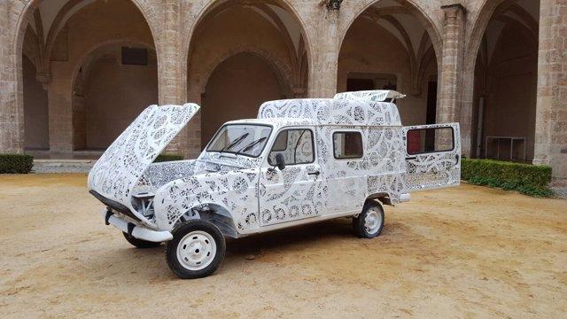 Renault 4 convertido en obra artística