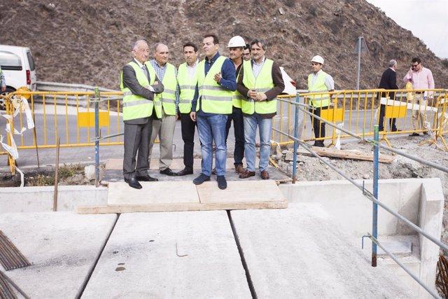Obras en puente de acceso a Sierro (Almería)