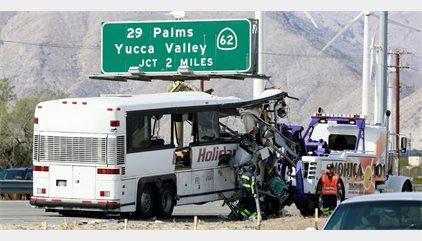 Once muertos y 30 heridos en un accidente de un autobús en California