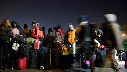 Comienza la evacuación de refugiados e inmigrantes en la 'Jungla' de Calais