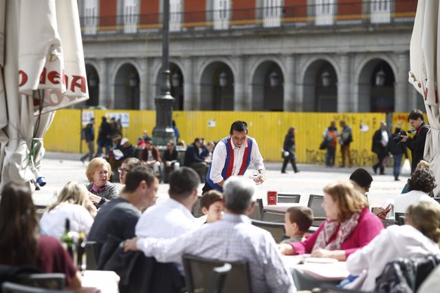 Bar, bares, gente, personas, persona, turismo en Madrid, turistas, turista