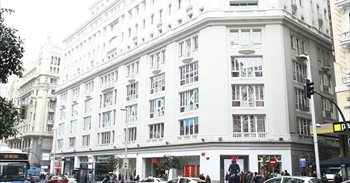 Primark inicia la distribución de mercancía a sus tiendas de Madrid con...