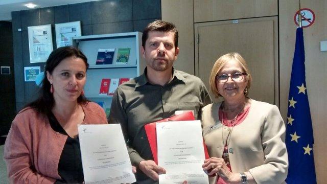 Ana Miranda (BNG) y víctimas del Alvia con informe de Bruselas sobre Angrois
