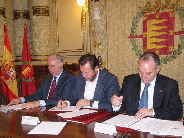 Firma de los convenios entre el Ayuntamiento de Valladolid y la UVA