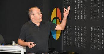 Los vídeos de matemáticas del profesor de la UPCT Juan Medina alcanzan...