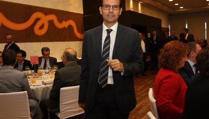 Un juez investiga al alcalde de Granada por usurpación de funciones en su etapa en la Junta