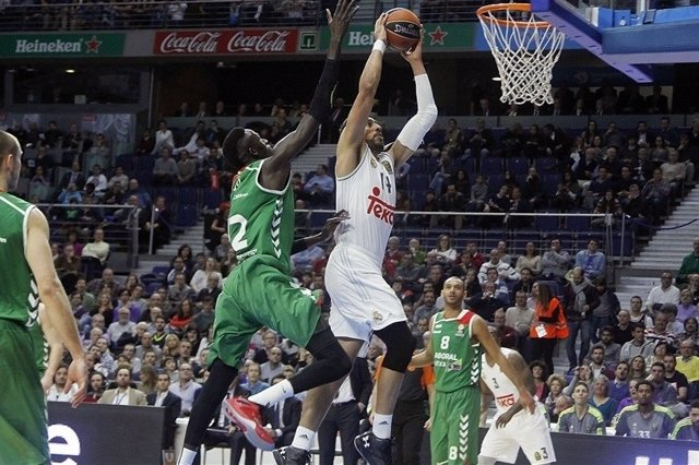 Ayón machaca en el Real Madrid - Baskonia