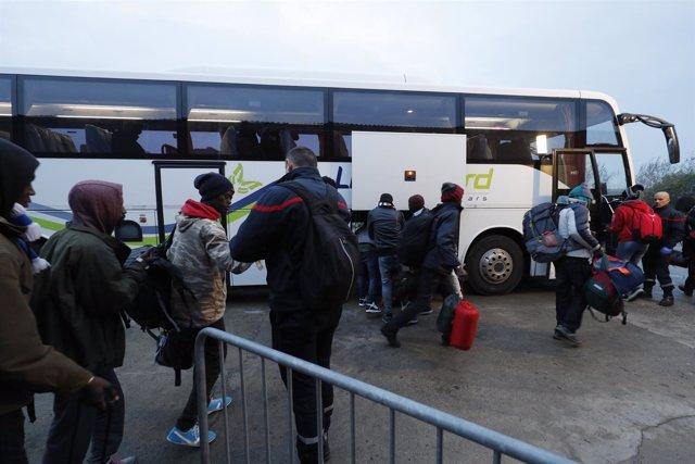 Desalojo del campamento de inmigrantes en Calais
