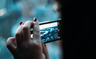 Formas sencillas de pasar las fotos de tu móvil al ordenador (y viceversa) sin usar cables