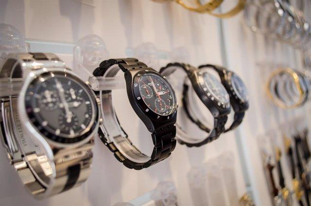 Reloj, relojes adultos, reloj negro, reloj plateado, tienda de relojes