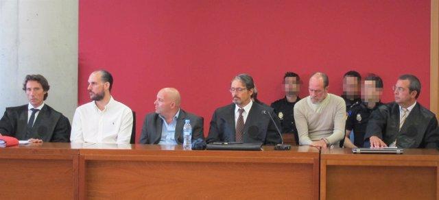 Imagen de los acusados sentados en el banquillo