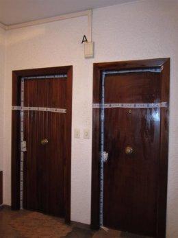 Puerta de la vivienda donde residía la víctima del asesinato de Vara de Rey