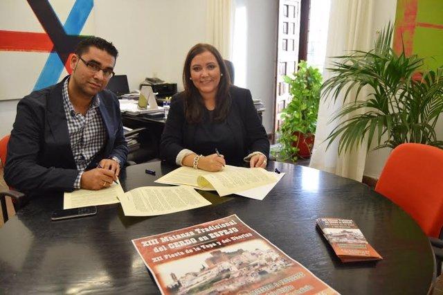 La delegada de Desarrollo Económico de la Diputación y el alcalde de Espejo