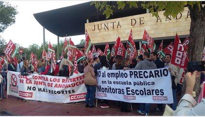 Monitores escolares andaluces se concentran ante Educación contra el empleo precario