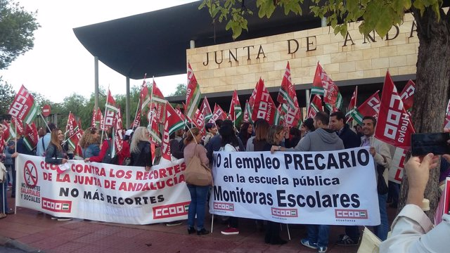 Protesta de monitores escolares convocada por CCOO