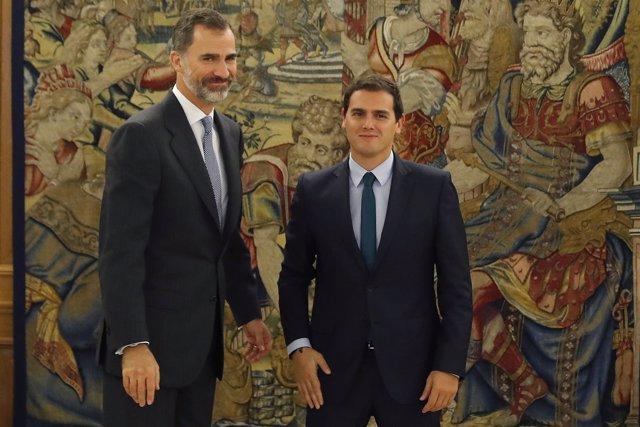 El rey Felipe recibe al líder de Ciudadanos, Albert Rivera , hoy en la Zarzuela