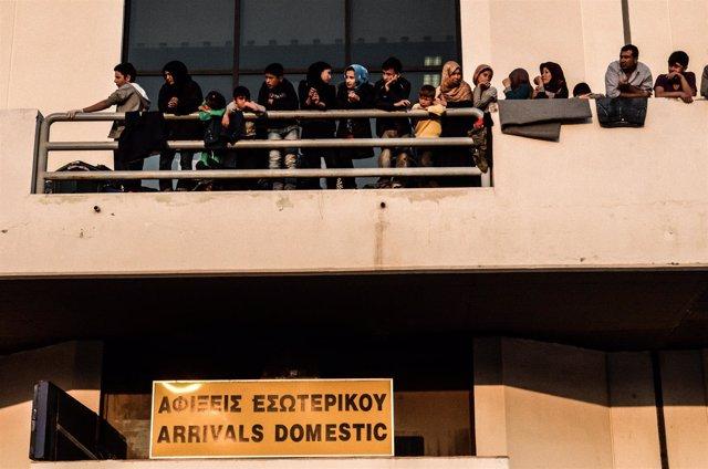 Varios refugiados en Grecia.